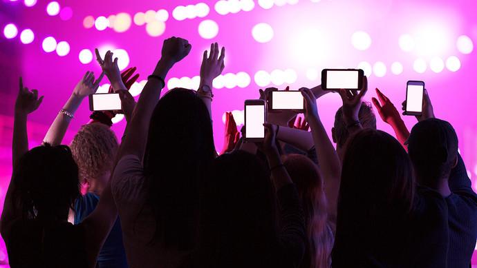流量明星+粉丝经济的市场怪圈,是如何形成的